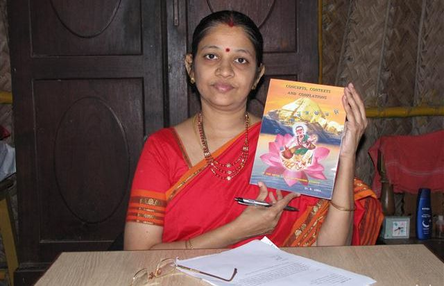 Dr Asha with book