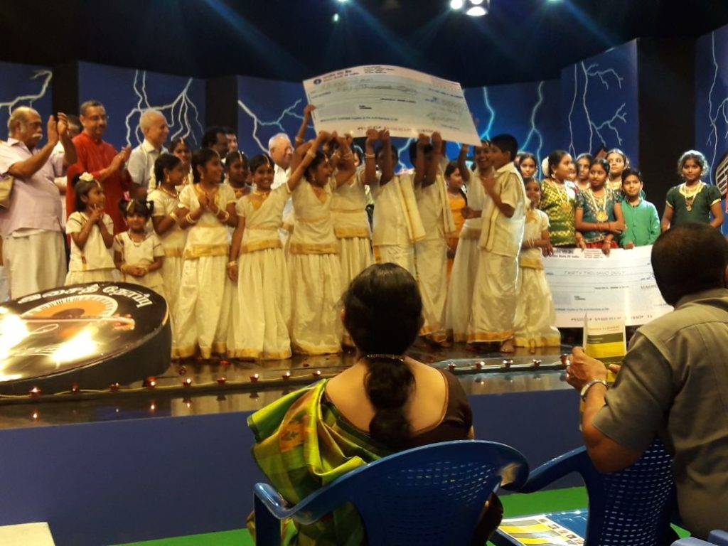 Hamsaanadham students with the first prize